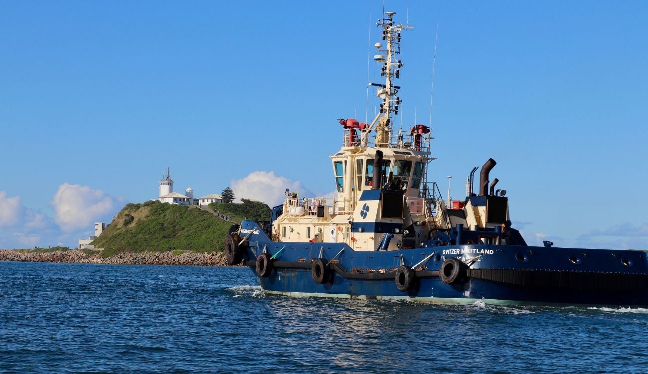 Tug Newcastle Harbour Nobbys